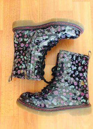 Осенние ботинки на шнурках primigi/ цветочный принт/лаковые сапоги на шнурках