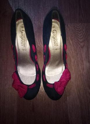 Очень красивые туфли 40 размера