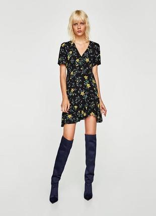 Стильное платье в цветочный принт с рюшами zara basic