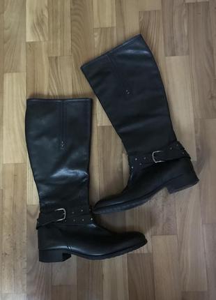 Кожаные демисезонные сапоги на низком каблуке 40-41 размер