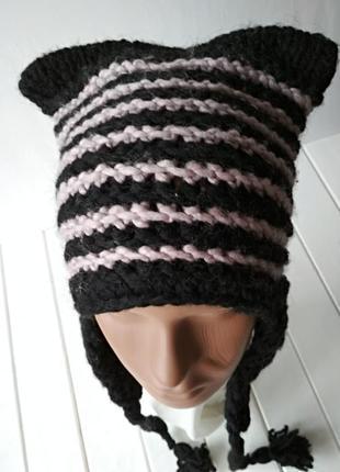 Вязаная полушерстяная шапка с ушками