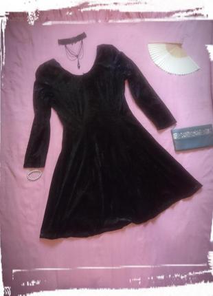 Кокетливое маленькое черное платье велюровое бархатное минни короткое gina bacconi