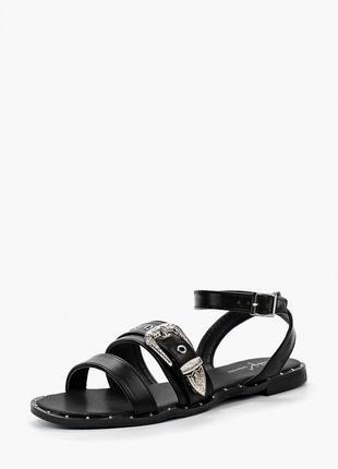 Черные сандалии с металлической пряжкой sergio todzi. босоножки с заклепками
