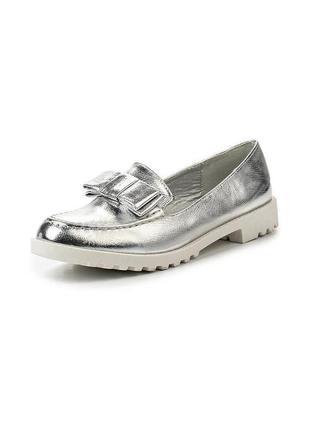 Серебряные лоферы с белой подошвой. туфли барби с бантиком