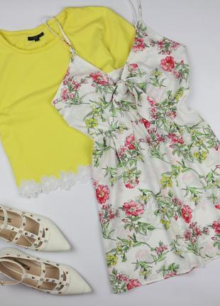 Симпатичное платье в цветочный принт на тонких бретелях