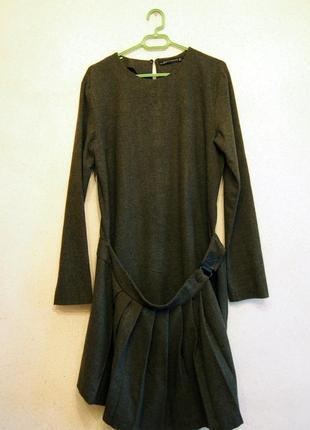 Платье из тонкой шерсти с юбкой-фартуком в складку