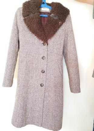 Пальто демисезонное.состояние нового.