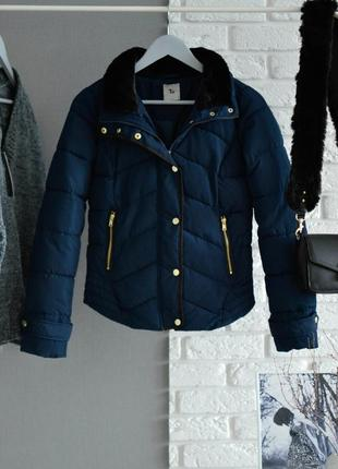 Тепла куртка с меховым воротником tu