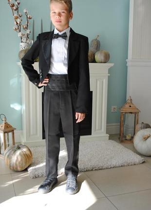 Нарядный костюм с фраком