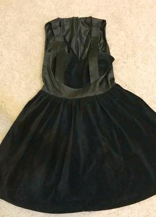 Шикарное чёрное бархатное нарядное платье с пышной юбкой
