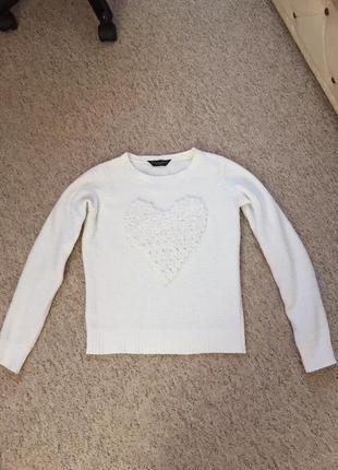 Фирменный свитер с сердцем
