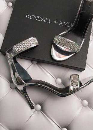 Kendall + kylie оригинал серебристые босоножки на шпильке бренд из сша