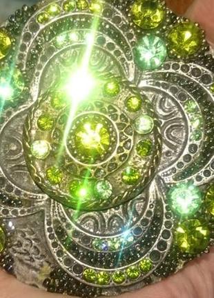 Ремень  цельная кожа с пряжкой в зелёных камнях, италия