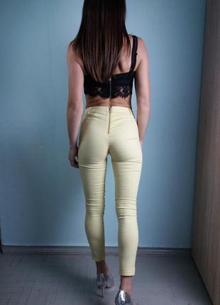 Летние желтые штаны на молнии сзади h&m