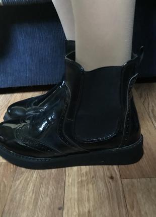 Сапоги stradivarius ботинки лаковые демисезонные