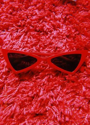 Крутые узкые очки, красные окуляри
