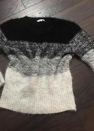 Шикарный пушистый свитер peacocks