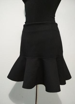 Стильная юбка с плотной интересной ткани