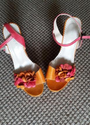 Красивые женские босоножки love craft