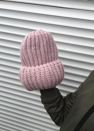 Женская зимняя тёплая шапка вязаная крупной вязки объёмная обьемная розовая пудровая