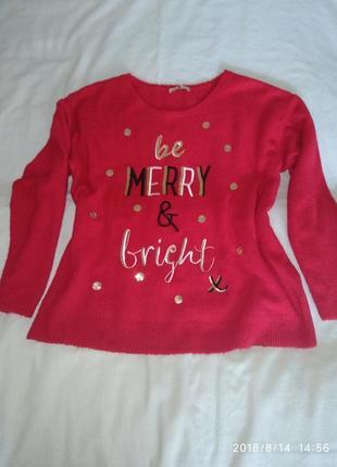 Мягкий красный свитер.