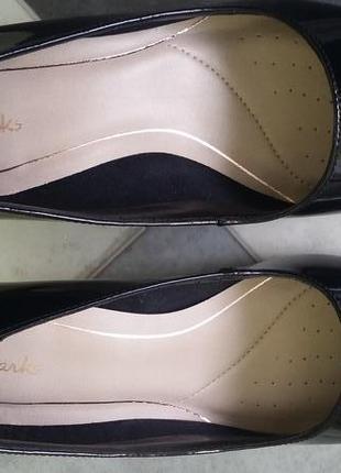Классические лодочки с носком средней остроты на среднем каблуке.