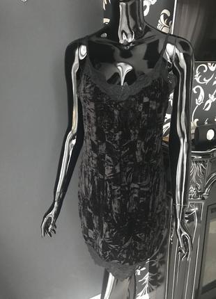Бархатное платье на бретелях