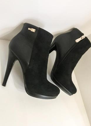 Ботильоны демисезонные чёрные осенние ботинки шпильке каблуке замшевые змейки t.taccardi