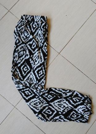 Штаны бананы легкие летние черно-белые на резинке м вискоза