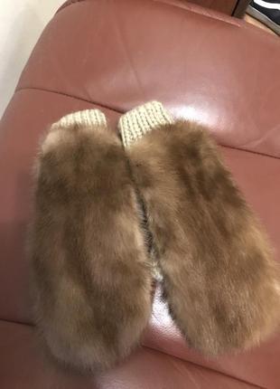 Варежки на вязанной основе из коричневой норки