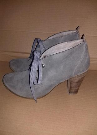 Ботинки на шнуровке натур замша