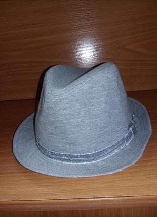 Чудовий сірий капелюх зі стрічкою бантиком сріблястим