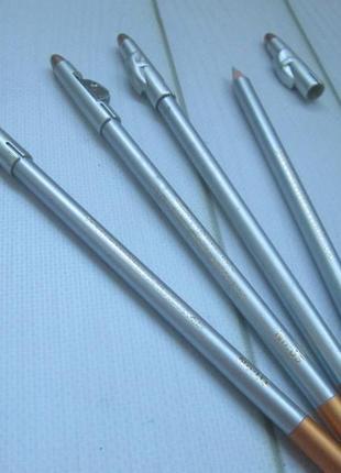 Серебристый водостойкий карандаш для губ и для глаз