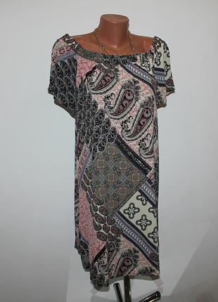 Вискозное платье со спущенными плечами