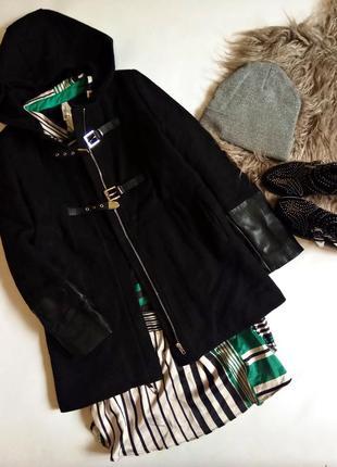 Теплое шерстяное пальто дафлкот с капюшоном и вставками кожзама