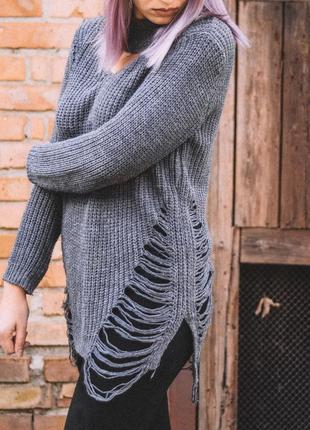 Нереально крутой свитер с рваностями
