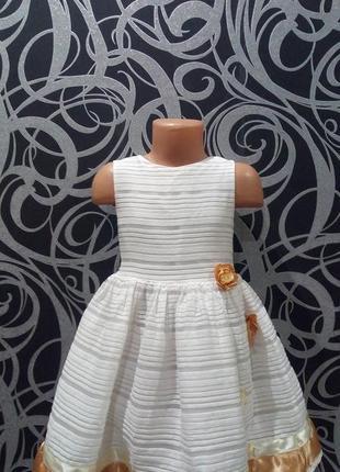 Белое нарядное платье,цветы,5-6лет,