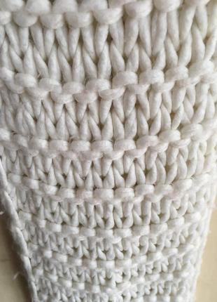 Длинный вязанный шарф молочного цвета