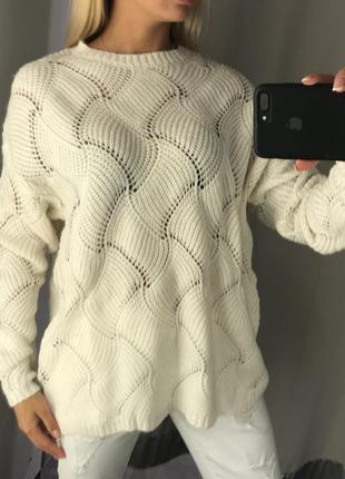 Тёплый свитер белый свитерок крупной вязки. amisu. размеры уточняйте.