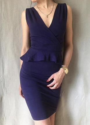 Фиолетовое коктейльное платье с баской