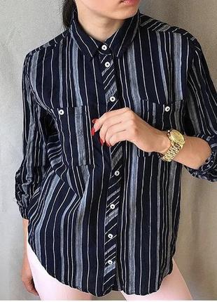 Синяя в полоску рубашка