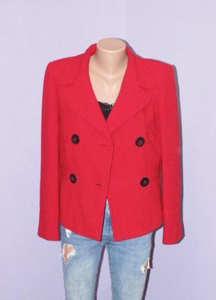 Красный двубортный пиджак