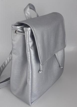 Вместительный женский рюкзак серебро для ноутбука с экокожи