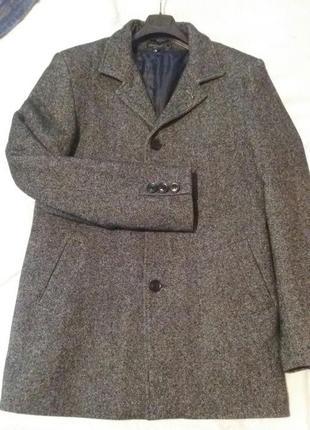 Очень теплое зимнее пальто 50 р. (l)