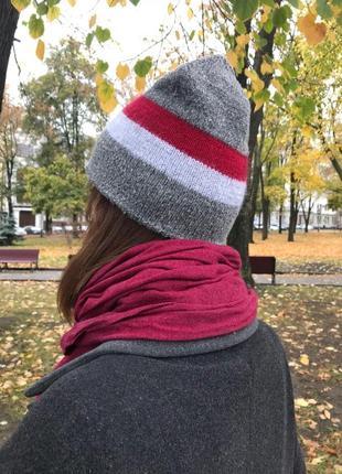 Твидовая серая шапка с полосками