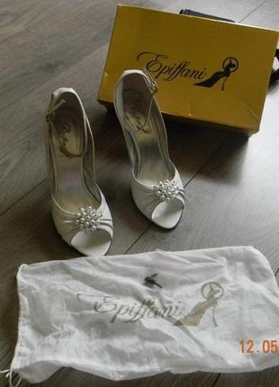 Шикарные туфли, можно как свадебные