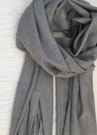 Серый шарф-палантин в наличии2