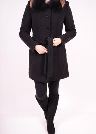 Кашемировое зимнее пальто, воротник из натур.меха, цвет чёрный