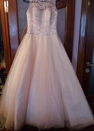 Платье свадебное,на выпускной, вечернее