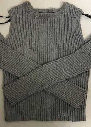 Укорочённый свитер открытые плечи